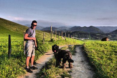 Hiszpania, Kraj Basków na spacerze pośród malowniczych krajobrazów.