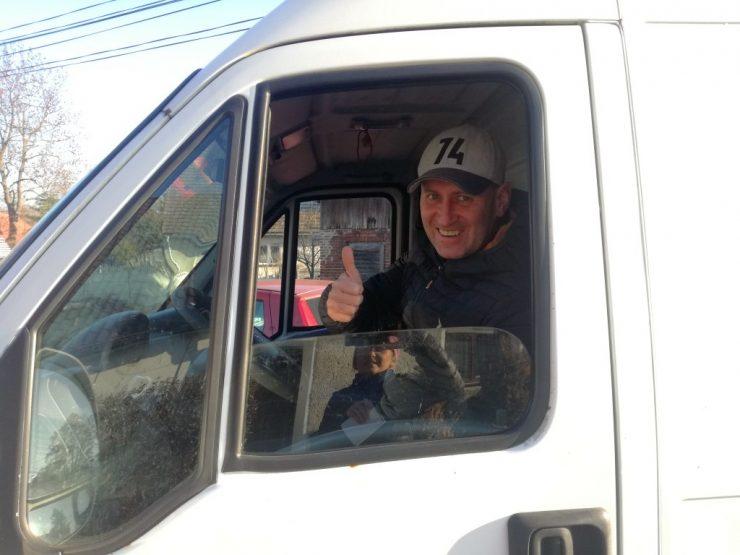 Paweł za kierownicą, chwilę po podpisaniu umowy kupna sprzedaży.